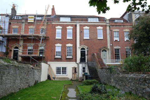 View Full Details for FLAT WITH VIEWS - NEEDS UPDATING - EAID:hollismoapi, BID:11
