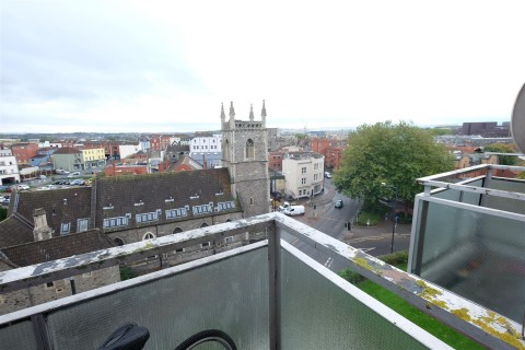 View Full Details for TOP FLOOR MAISONETTE WITH CITY VIEWS - EAID:hollismoapi, BID:11