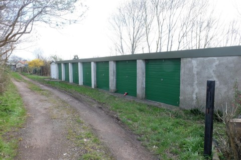 View Full Details for RANK OF 8 GARAGES - INVESTMENT / DEVELOPMENT - EAID:hollismoapi, BID:11