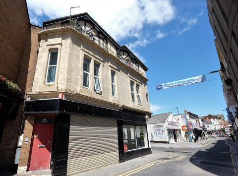 View Full Details for 2 FLAT / 2 SHOPS - CLOSE TO BEACH WSM - EAID:hollismoapi, BID:11