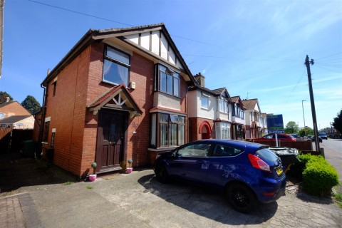 View Full Details for DETACHED HOUSE FOR UPDATING - GL1 - EAID:hollismoapi, BID:11