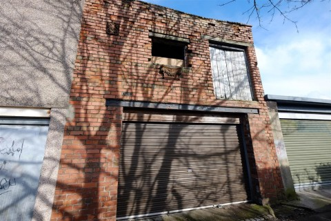View Full Details for COACH HOUSE WITH POTENTIAL - EAID:hollismoapi, BID:21