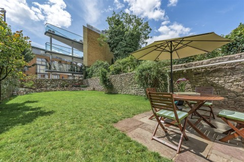 View Full Details for Victoria Square, Clifton - EAID:hollismoapi, BID:1
