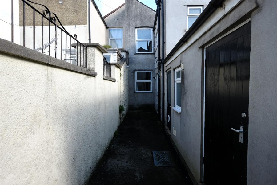 Images for HOUSE / FLATS FOR UPDATING - SOUTHVILLE EAID:hollismoapi BID:11