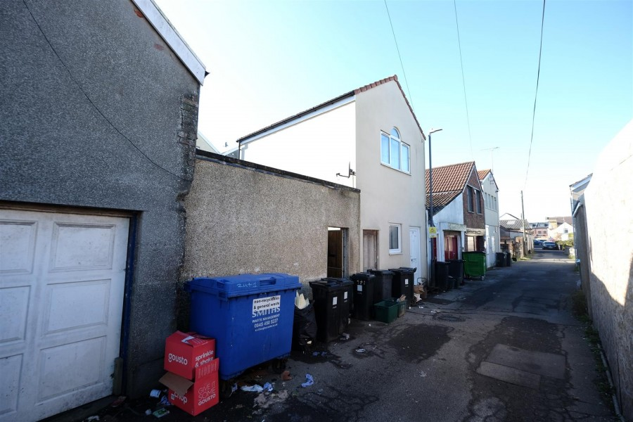 Images for RESI DEVELOPMENT OPPORTUNITY - KINGSWOOD EAID:hollismoapi BID:11