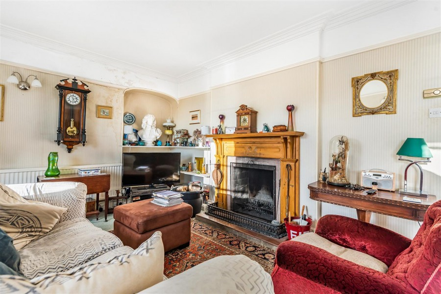 Images for FAMILY HOME FOR UPDATING - CLEVEDON EAID:hollismoapi BID:11